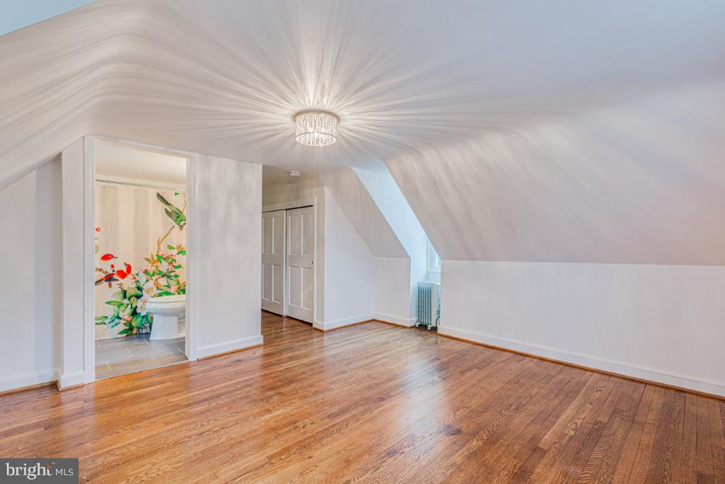 bedroom above garage with separate entrance - 9701 CONNECTICUT AVE, KENSINGTON