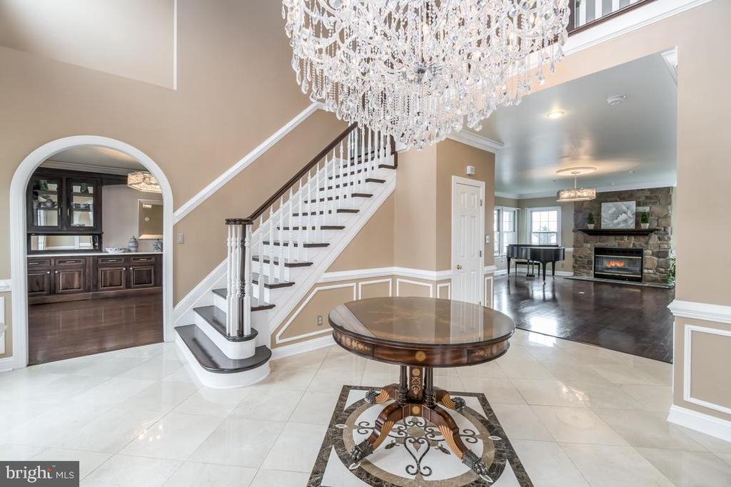 Grand and Gorgeous two story Foyer - 10810 PERRIN CIR, SPOTSYLVANIA