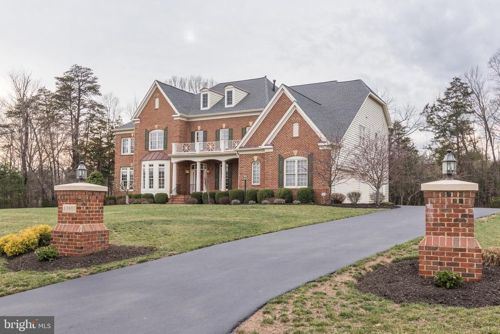 Exterior & Driveway - 27651 EQUINE CT, CHANTILLY