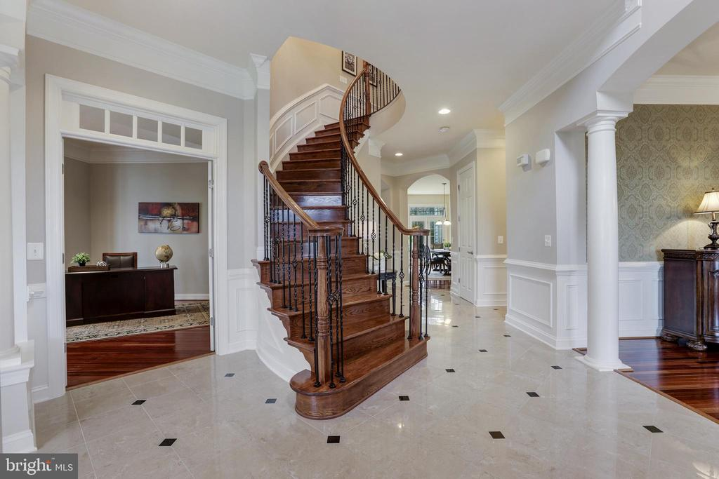 Beautiful Staircase - 27651 EQUINE CT, CHANTILLY