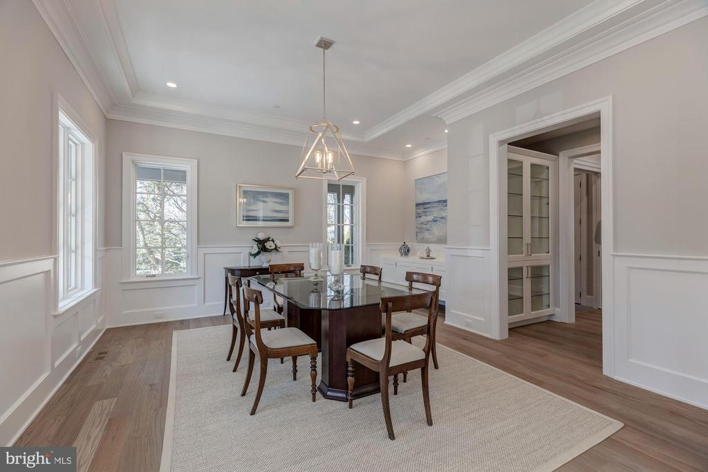 Large formal dining room - 4909 FALSTONE AVE, CHEVY CHASE