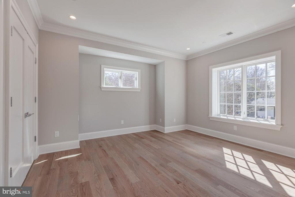 Example of typical bedroom - 4909 FALSTONE AVE, CHEVY CHASE