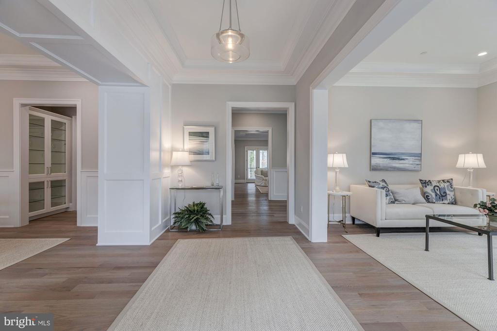 Large hall  provides great flow - 4909 FALSTONE AVE, CHEVY CHASE