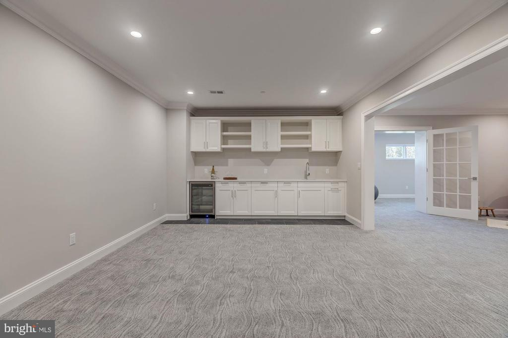 Game room with kitchenette - 4909 FALSTONE AVE, CHEVY CHASE