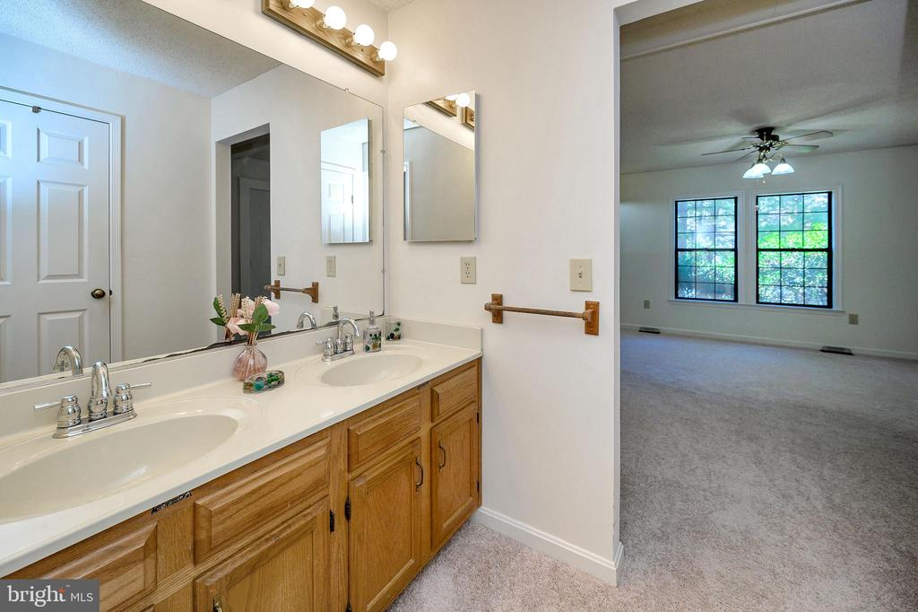 Double Vanity in master bath. - 327 BIRCHSIDE CIR, LOCUST GROVE
