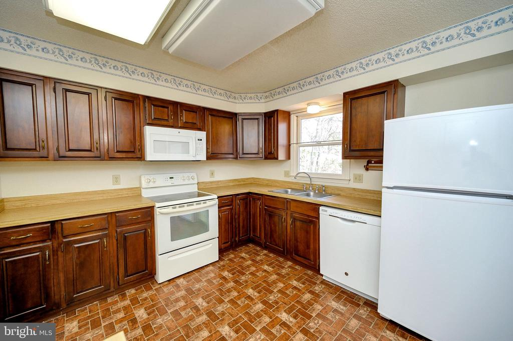 Ample cabinet and counter space. - 327 BIRCHSIDE CIR, LOCUST GROVE