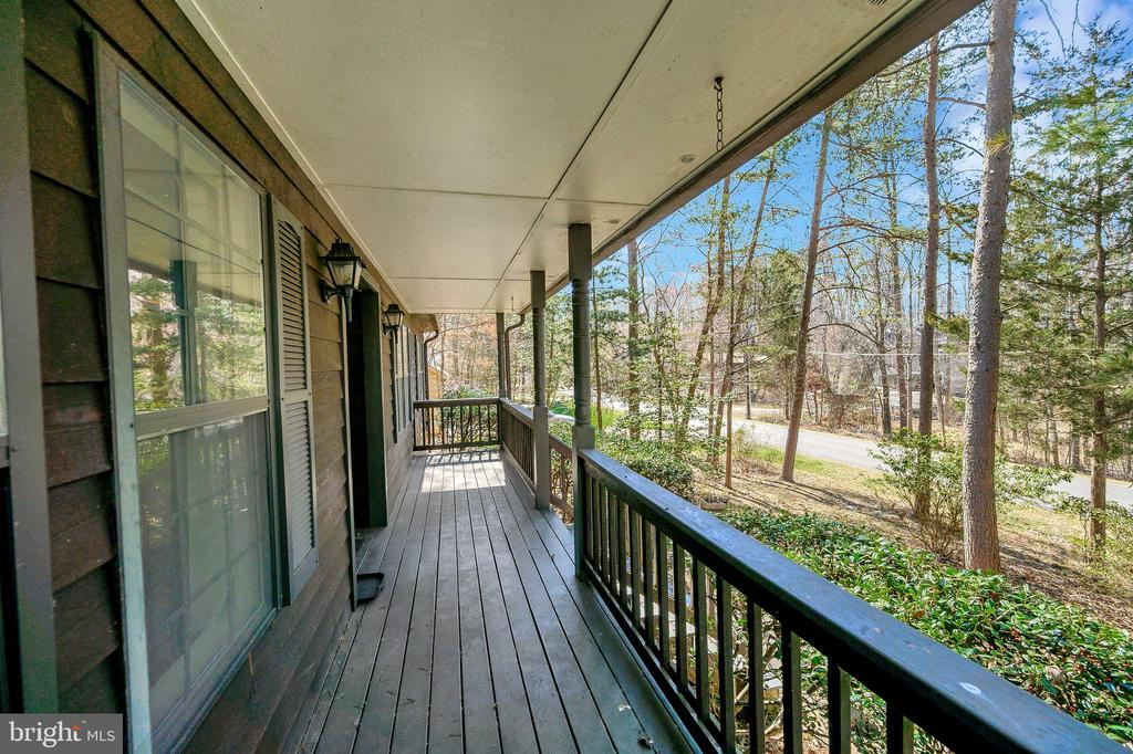 Inviting front porch to relax and sip coffee. - 327 BIRCHSIDE CIR, LOCUST GROVE
