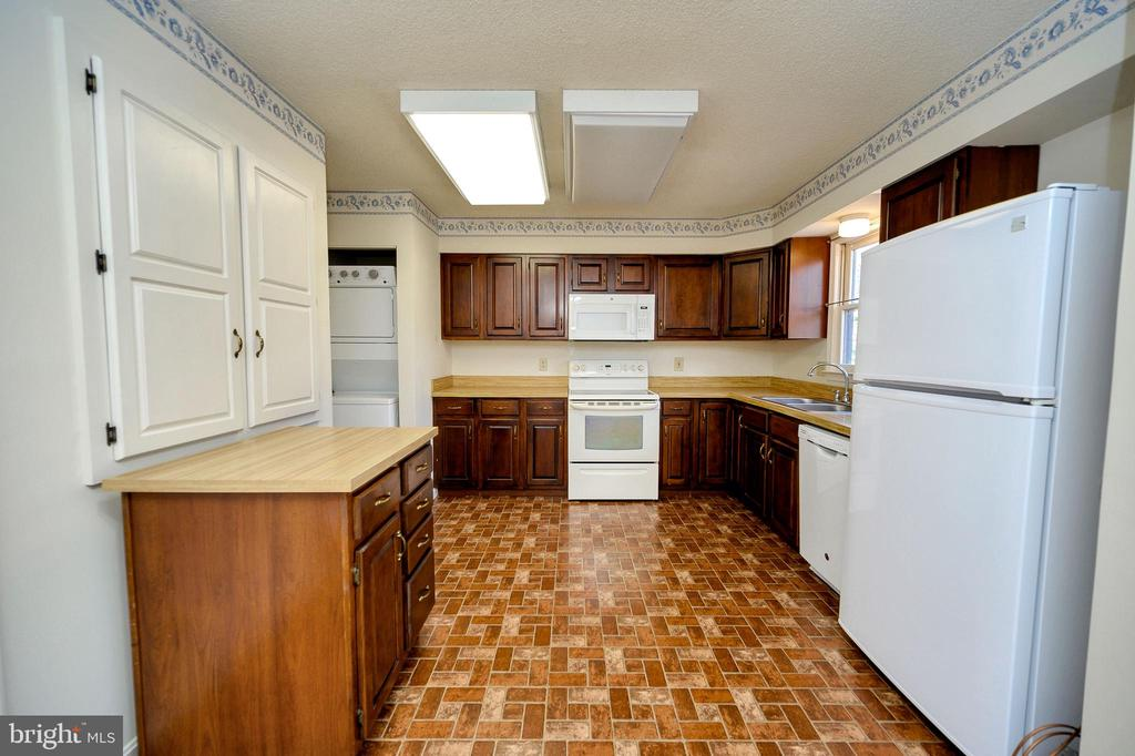 Another view of the kitchen. - 327 BIRCHSIDE CIR, LOCUST GROVE