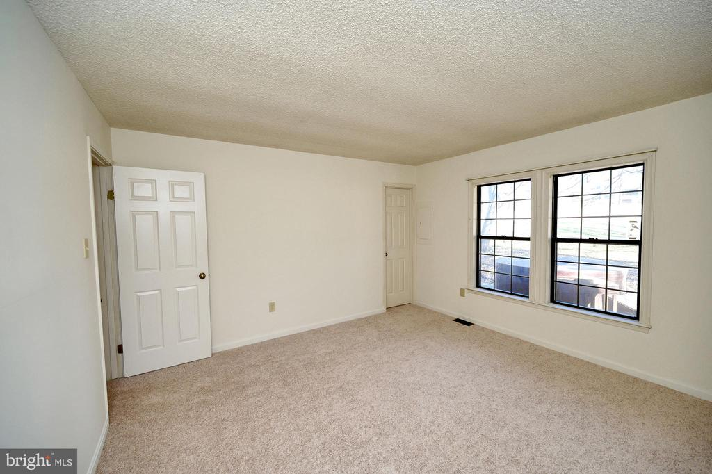 Spacious 2nd bedroom. - 327 BIRCHSIDE CIR, LOCUST GROVE
