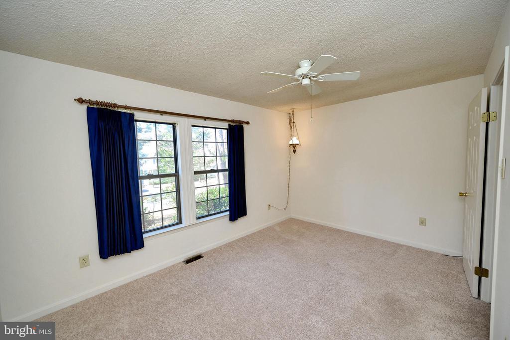 Bedroom number 3. - 327 BIRCHSIDE CIR, LOCUST GROVE