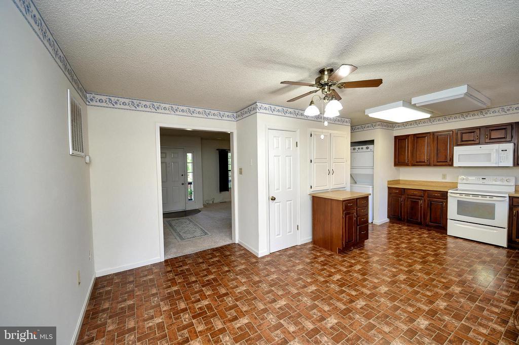 Look how big this kitchen is! - 327 BIRCHSIDE CIR, LOCUST GROVE