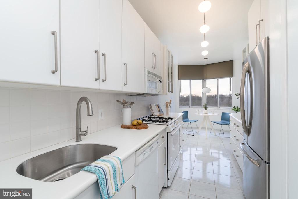 Plenty of storage and space in kitchen - 2801 NEW MEXICO AVE NW #1122, WASHINGTON