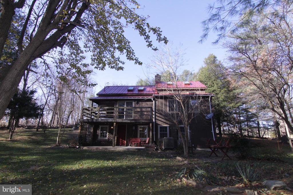 back yard, plenty of outdoor entertainment options - 35820 CHARLES TOWN PIKE, HILLSBORO