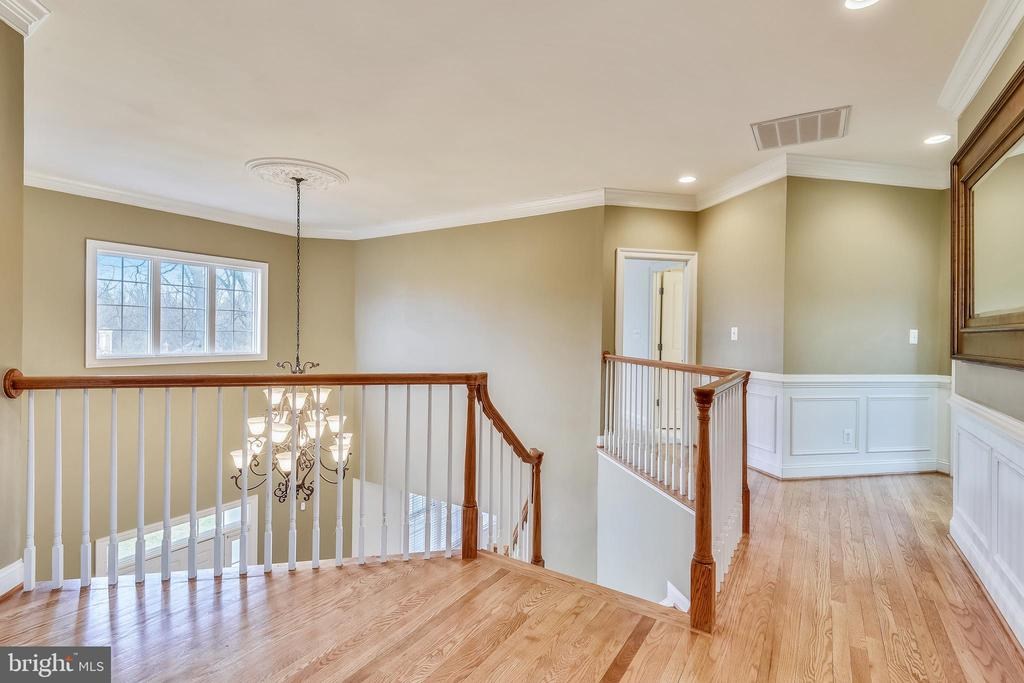 Upper Level 1 Landing - 1831 ELGIN DR, VIENNA