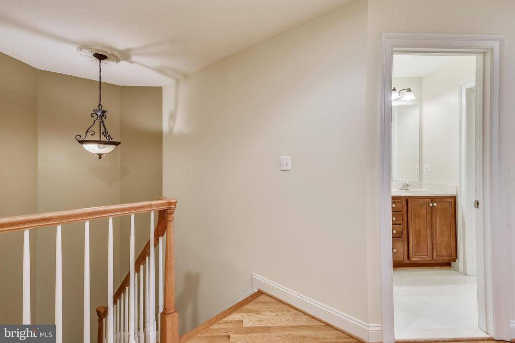 Upper Level 2 Landing - 1831 ELGIN DR, VIENNA