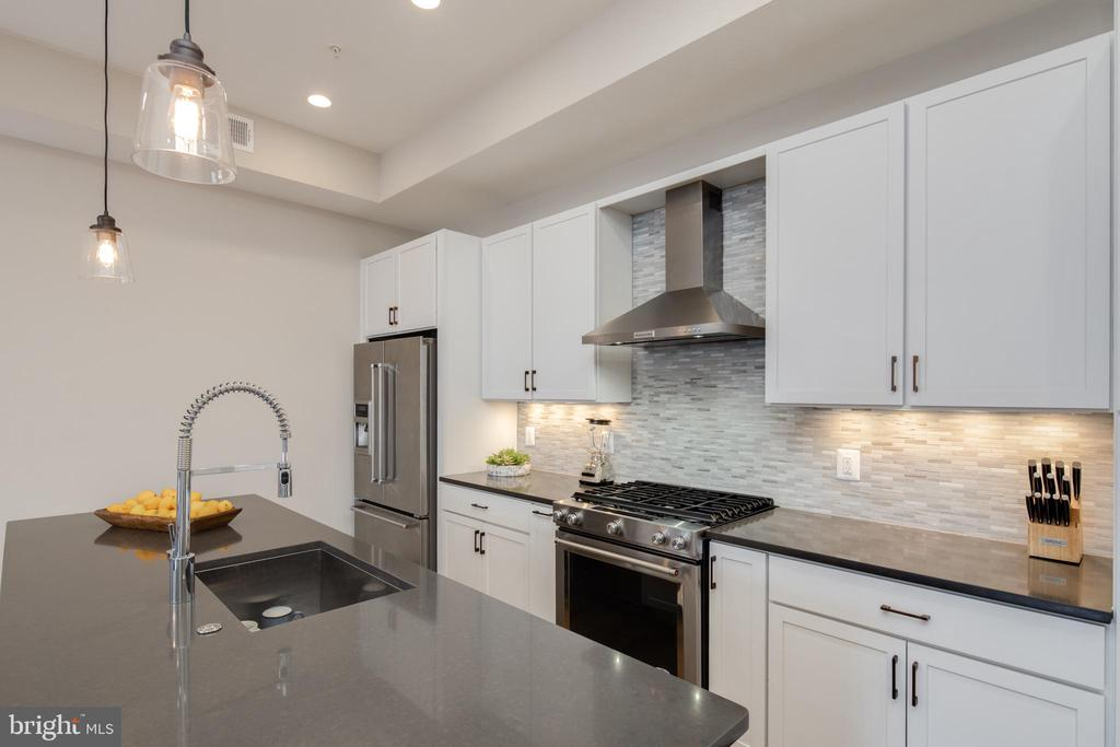Quartz Countertops - 3566 13TH ST NW #5, WASHINGTON