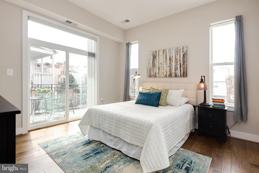 Master Bedroom w/ Private Balcony - 3566 13TH ST NW #5, WASHINGTON