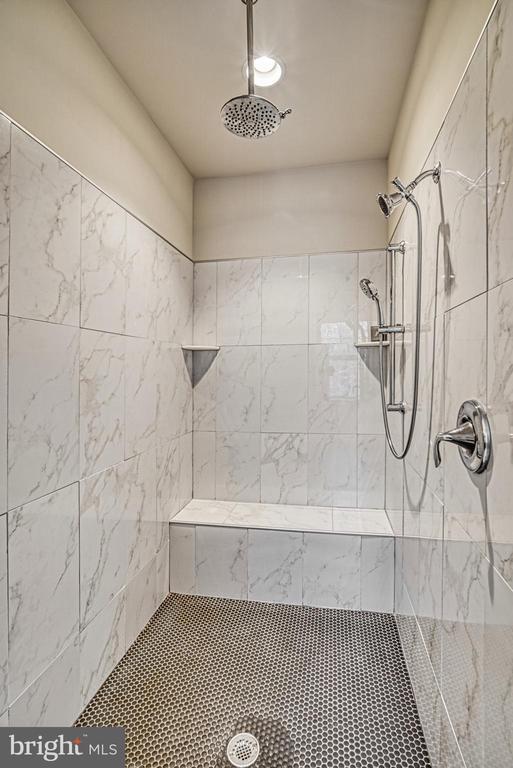 Amazing shower! - 11252 RAMROD RD, WOODBRIDGE