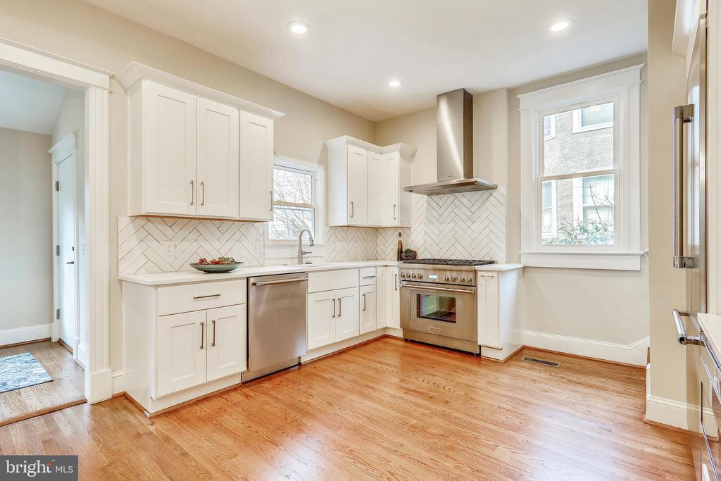 - 3754 MCKINLEY ST NW, WASHINGTON