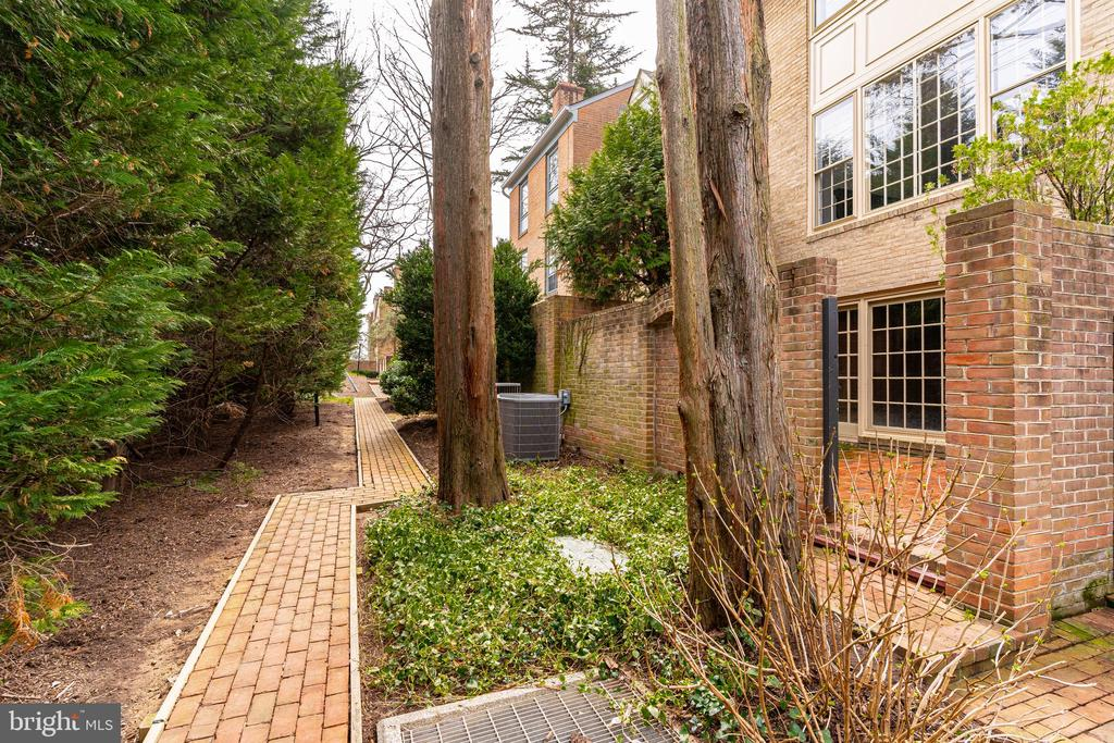 Walkway into the Neighborhood - 10927 WICKSHIRE WAY #K-3, ROCKVILLE
