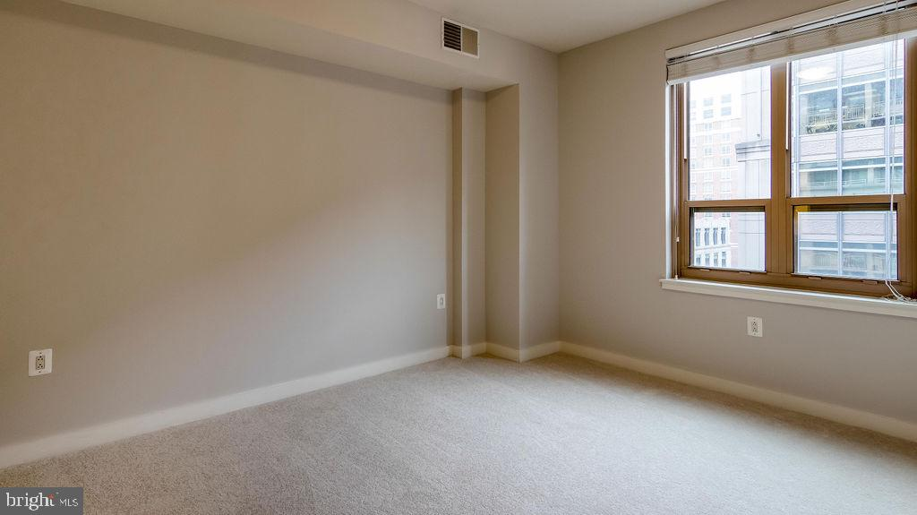 Sizeable Master bedroom - 888 N QUINCY ST #1309, ARLINGTON