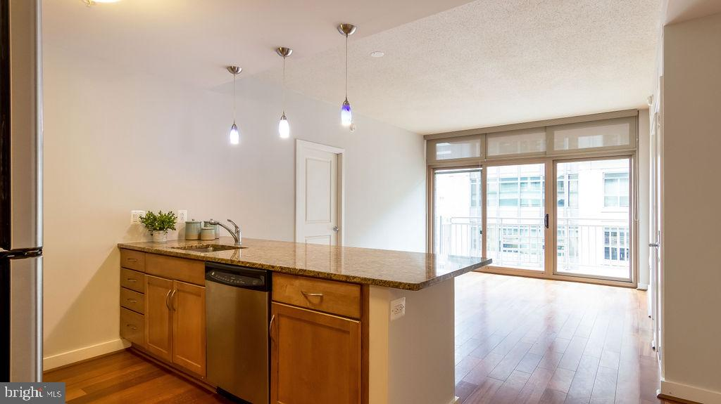 Open kitchen to living room - 888 N QUINCY ST #1309, ARLINGTON