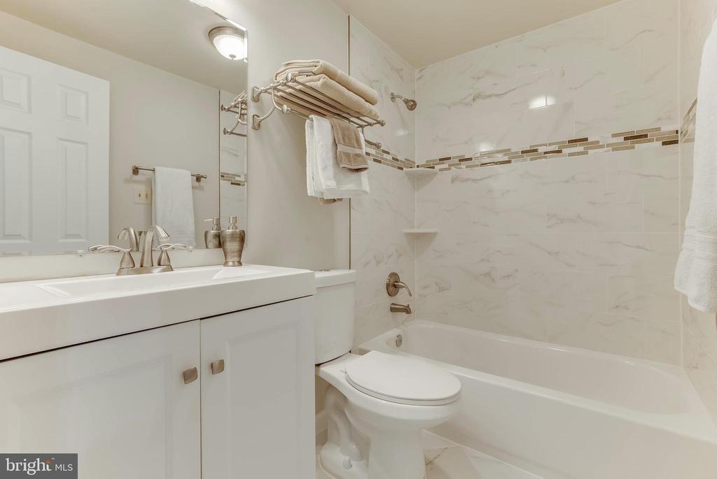 Upper Full Bath - 15757 WIDEWATER DR, DUMFRIES