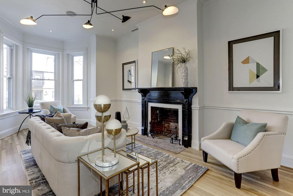 Living Room has hi ceilings, bay windows & FP - 1332 RIGGS ST NW, WASHINGTON