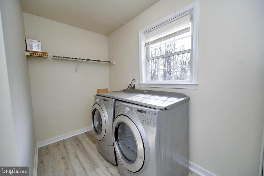 Laundry/Mud Room combo with exit to the back yard - 61 LITTLE FOREST CHURCH RD, STAFFORD