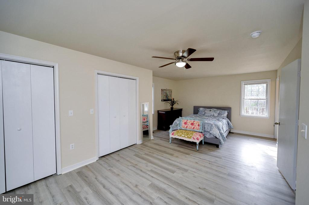 Master with 2 Closets and master bathroom - 61 LITTLE FOREST CHURCH RD, STAFFORD