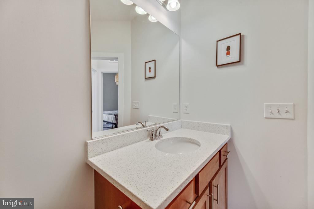 Quartz counters in all bathrooms - 420 NOTTOWAY WALK, ALEXANDRIA