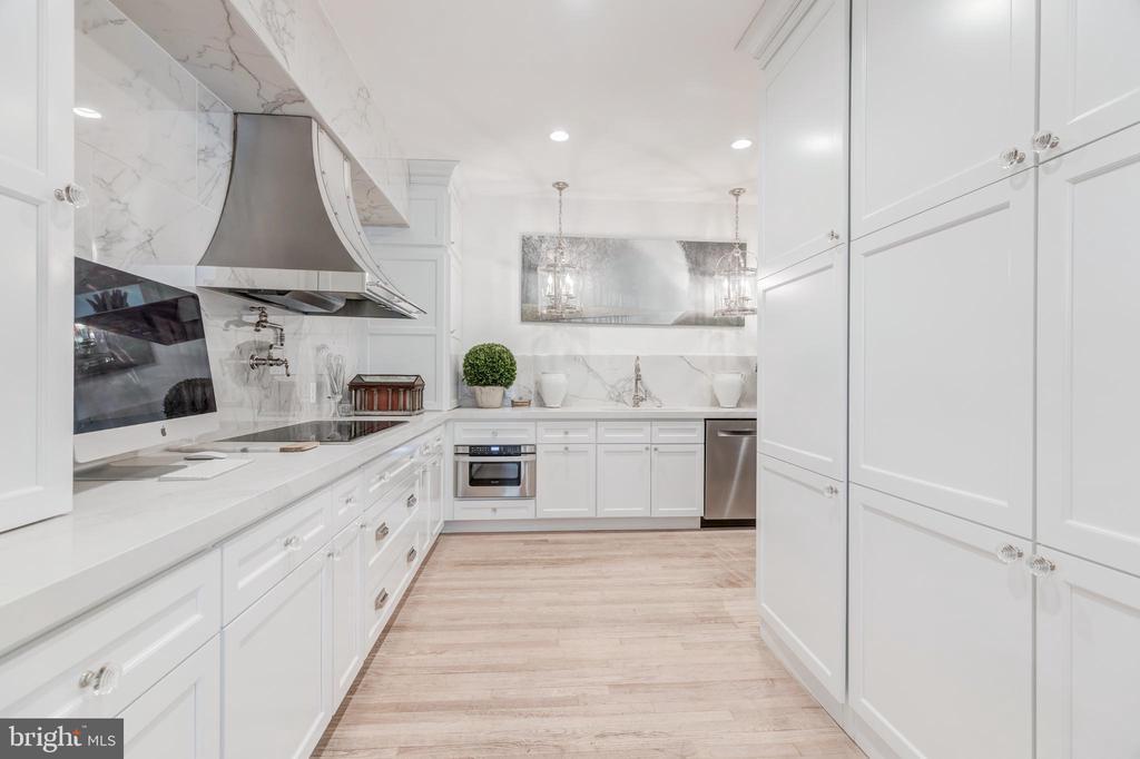 Gourmet Kitchen with Custom Cabinetry - 1820 KALORAMA SQ NW #25, WASHINGTON