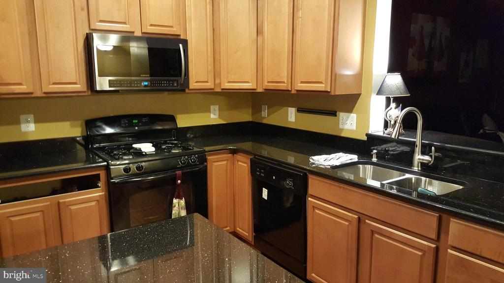 Tons of counter space and cabinets - 241 WOODSTREAM BLVD, STAFFORD