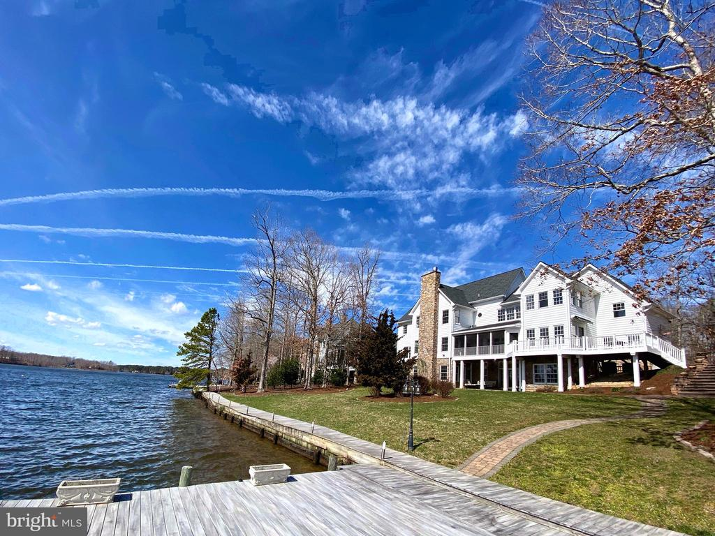 Beautiful Coastal Cape overlooking Fawn Lake! - 10810 PERRIN CIR, SPOTSYLVANIA