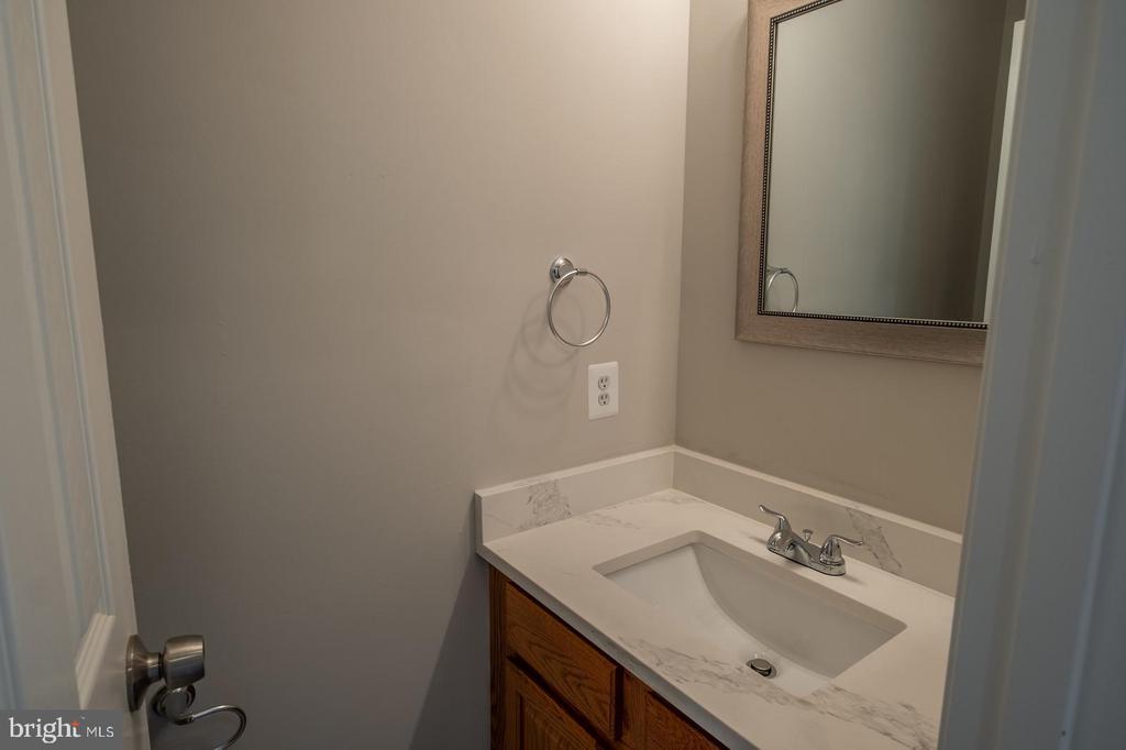 Half Bathroom - 105 MUSKET LN, LOCUST GROVE