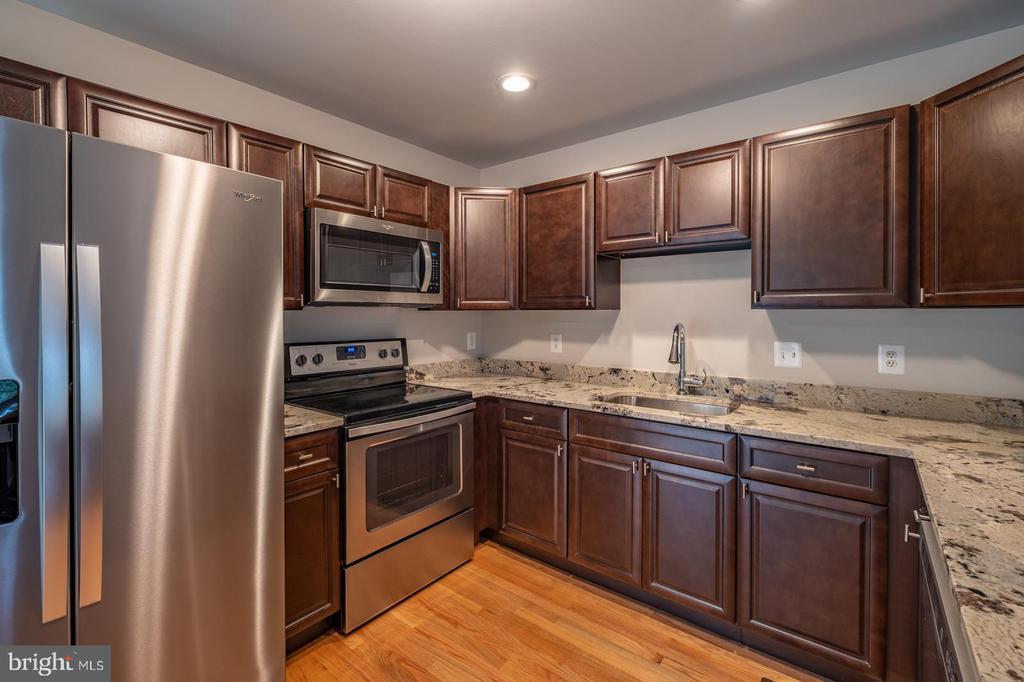 Kitchen with Granite Countertops - 105 MUSKET LN, LOCUST GROVE