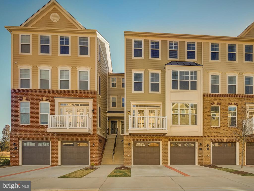 3 level top condo - 43370 TOWN GATE SQ, CHANTILLY