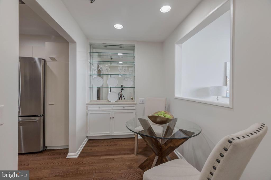 Breakfast nook - 1401 N OAK ST #302, ARLINGTON