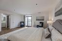 Master suite with balcony - 1401 N OAK ST #302, ARLINGTON
