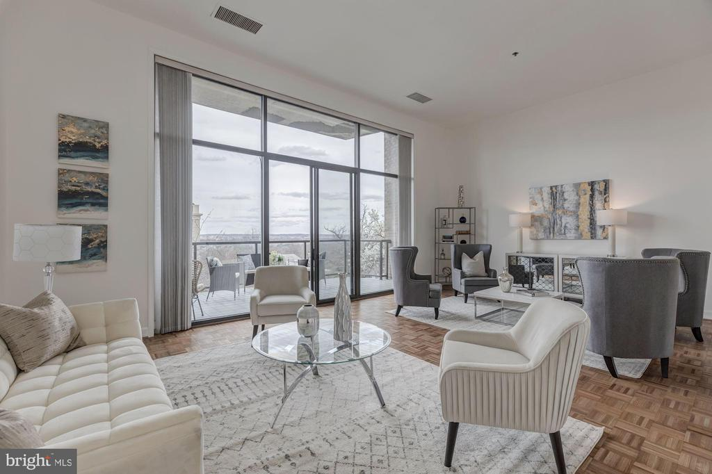 Stunning living room -13' ceilings & river views. - 1401 N OAK ST #302, ARLINGTON