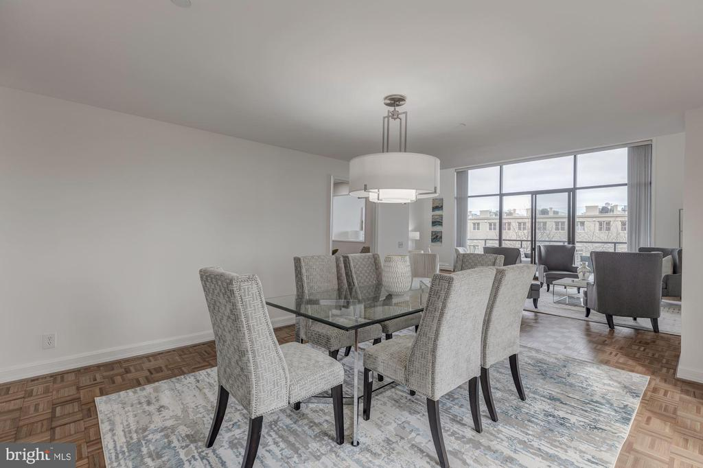 Easy entertaining flow from dining to kitchen - 1401 N OAK ST #302, ARLINGTON