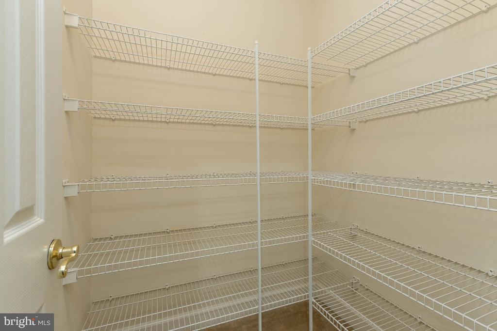 Second master closet - 43476 CASTLE HARBOUR TER, LEESBURG