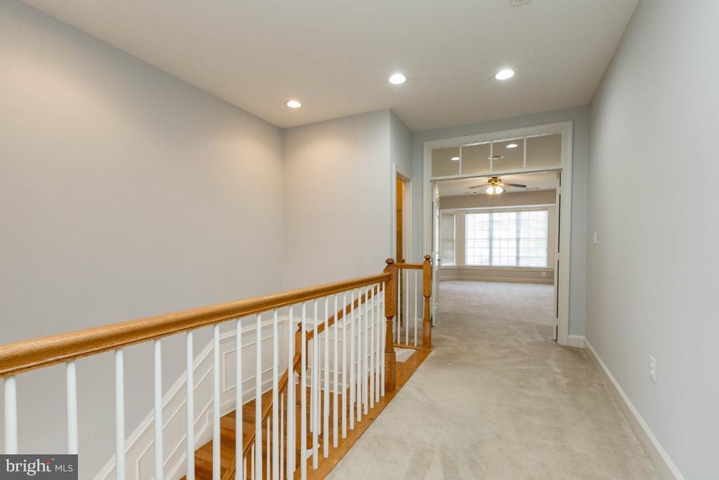 Upper level hallway view - 43476 CASTLE HARBOUR TER, LEESBURG
