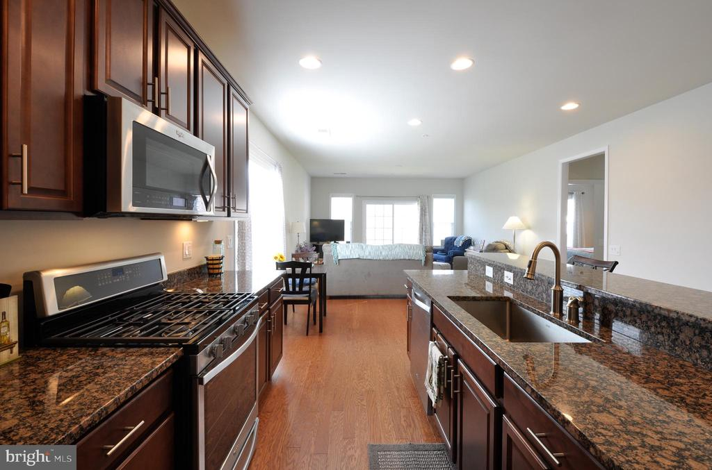 Gas cooking & deep single bowl stainless sink! - 219 LONG POINT DR, FREDERICKSBURG