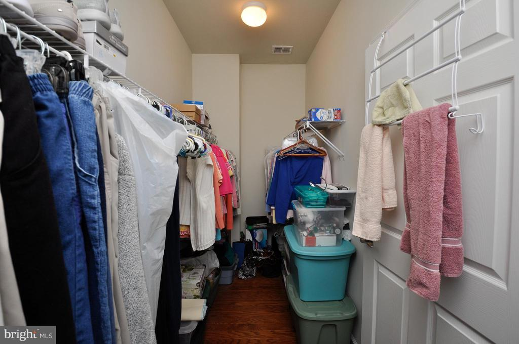 Spacious walk-in closet w/wood flooring in MBA! - 219 LONG POINT DR, FREDERICKSBURG
