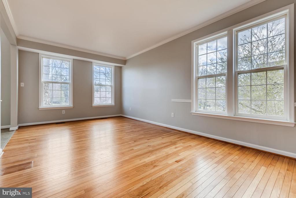 Formal Living Room - 1104 PARK RIDGE DR, MOUNT AIRY