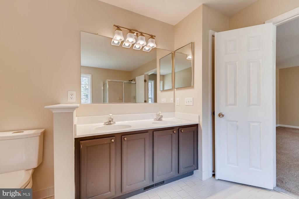 Double Sinks w/ Upgraded Lighting - 1104 PARK RIDGE DR, MOUNT AIRY