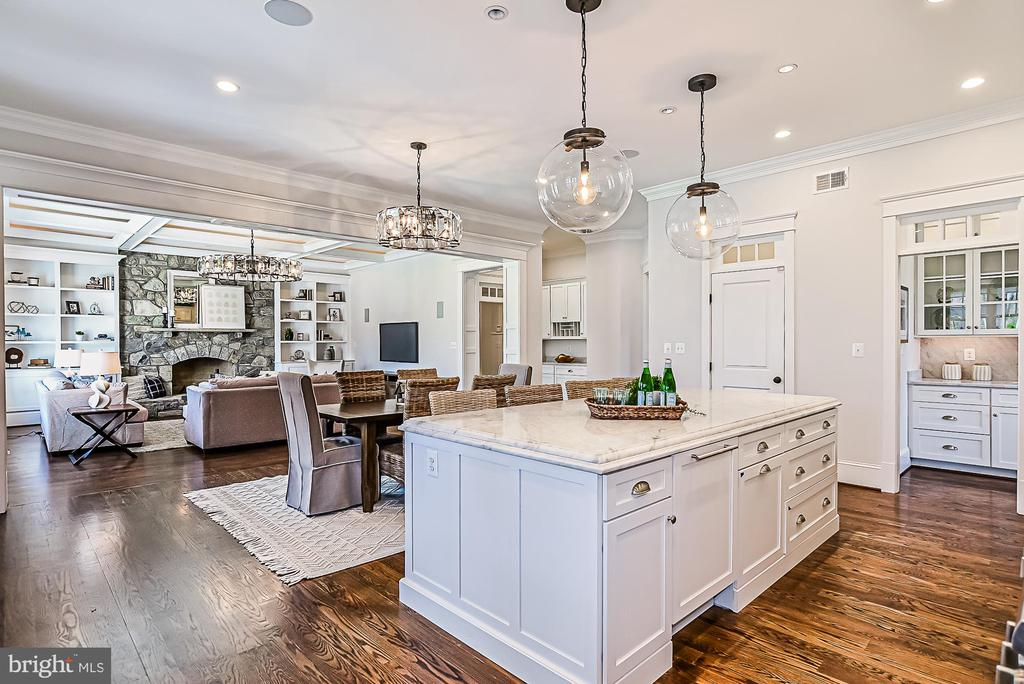 Oversized Island with Pendant Lighting - 1867 BEULAH RD, VIENNA