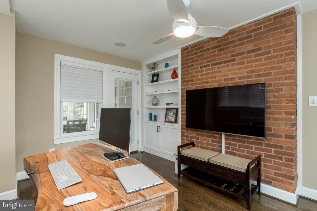 5th bedroom/ library w/ builtins - 6308 26TH ST N, ARLINGTON