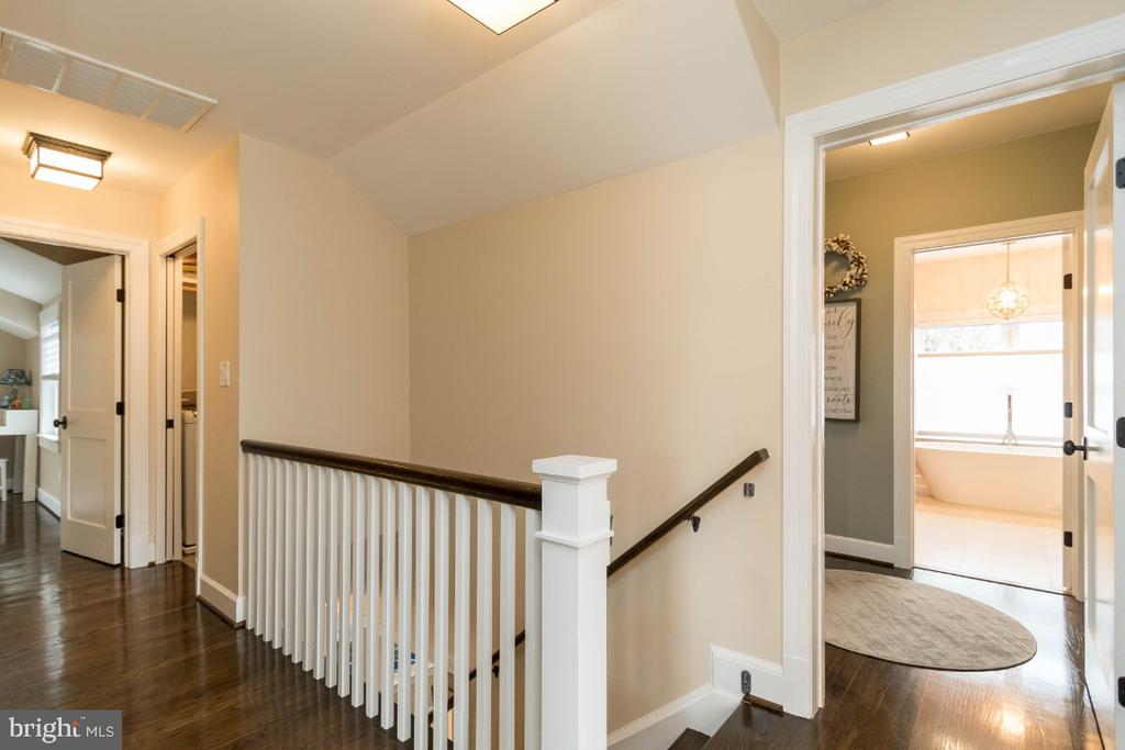 Stairway to upper level - 6308 26TH ST N, ARLINGTON